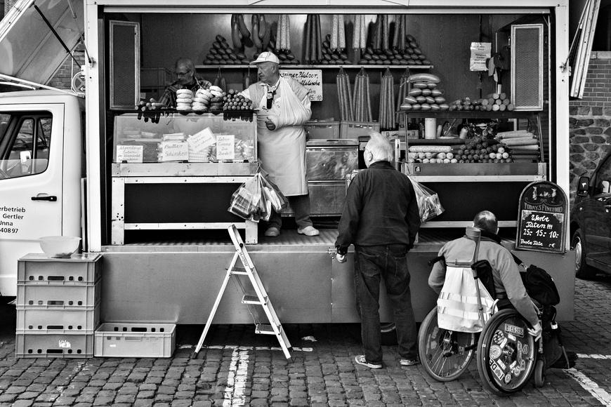 Auf dem Fischmarkt in Düsseldorf