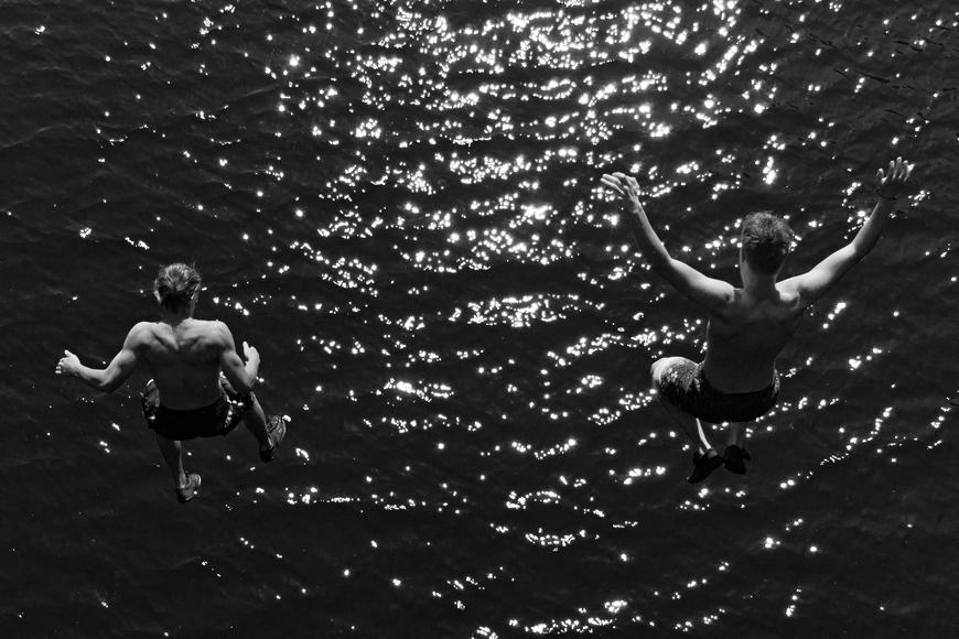 Jugendliche in Gelsenkirchen - Sprung in den Rhein-Herne-kanal