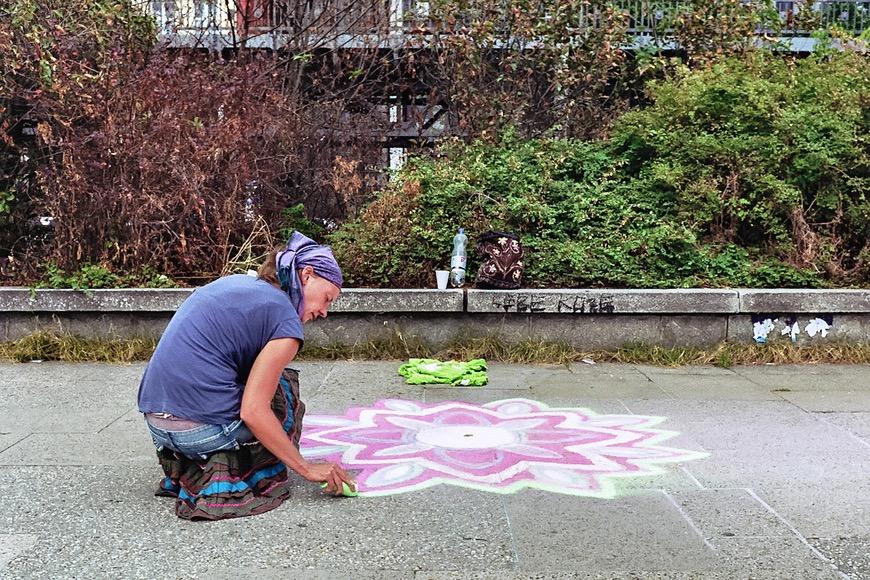 Straßenkünstlerin in Hamburg