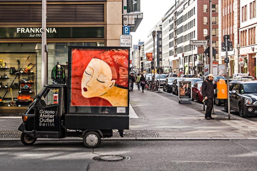 Poesie und Alltag - fragmentierte Ausstellung im öffentlichen Raum. Ein Projekt von Auguste von Blau und Thomas Klingenberg