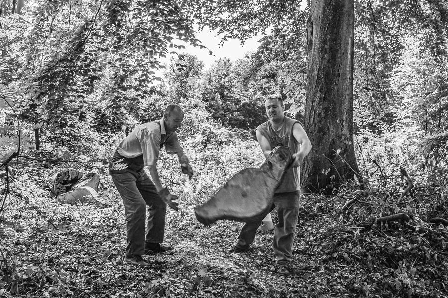 """Wald-Arbeiter aus Düsseldorf. Dieses Foto ist enstanden im Rahmen der fotografischen Dokumentation → """"FORST"""" im Juni 2015"""