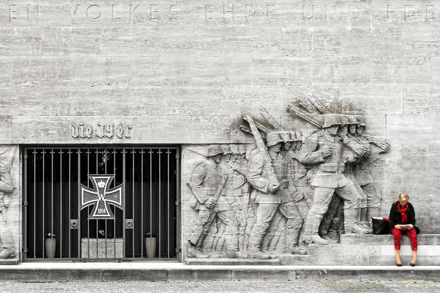 Kriegerdenkmal des Niederrheinischen Füsilier-Regiments 39 am Reeser Platz in Düsseldorf Golzheim