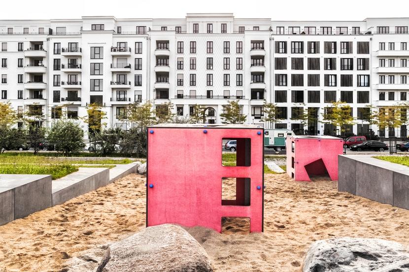 Spielplatz auf der Marc Chagall Straße in Düsseldorf Pempelfort - Neubaugebiet am Zooviertel, Entlastungsstraße Toulouser Allee