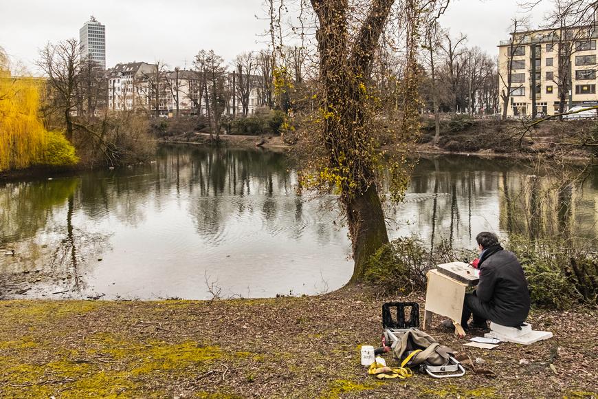 Künstler am Schwanenspiegel in Düsseldorf