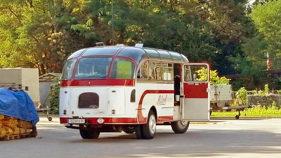 """Brachte viele kulturinteressierte Menschen zur Ausstellung FORST - Der Shuttle-Bus der """"Kunstpunkte"""""""