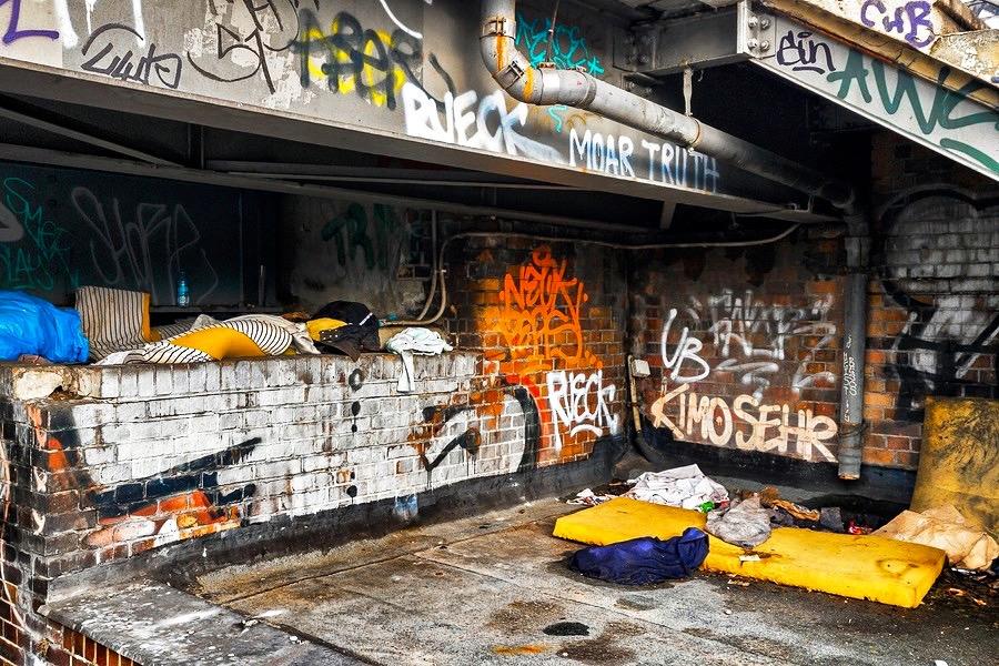 Spuren der Obdachlosigkeit in Berlin Sozialdokumentarische Fotografie